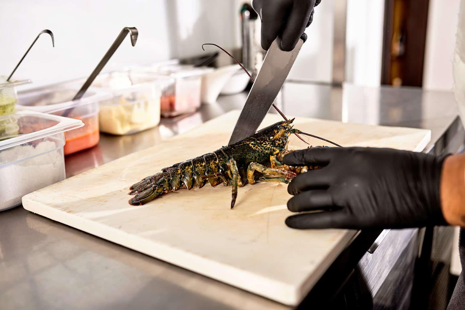 bbadv-ciambra-restaurant-shooting-aragosta-preparazione-taglio